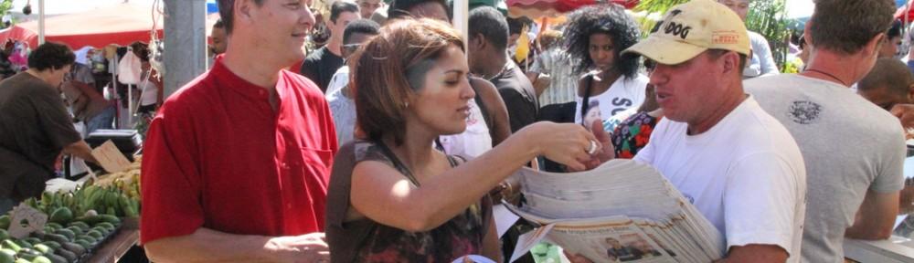 Pierre Vergès et Faiza Ibrahim au marché du Chaudron